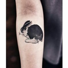 Watercolor black and white rabbit tattoo on the right forearm Hase Tattoos, Diskrete Tattoos, Bunny Tattoos, Rabbit Tattoos, Elephant Tattoos, Animal Tattoos, Color Tattoos, Tatoos, Tattoo Motive