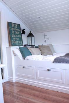 Platsbyggd säng
