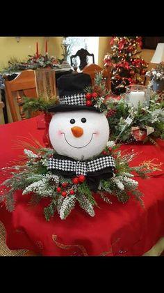 New woodland christmas tree decorations xmas Ideas Snowman Christmas Decorations, Woodland Christmas, Christmas Centerpieces, Christmas Tree Toppers, Tree Decorations, Xmas Tree, Christmas Projects, Christmas Wreaths, Christmas Crafts