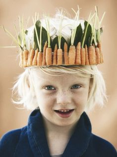 Try this DIY: King of carrots! Make a carrot crown with your little boy, just in time for Easter holidays. Easter Hat Parade, Boys Easter Hat, Easter Bonnets For Boys, Little People, Little Girls, Bebe Love, Carrot Flowers, Tiaras And Crowns, Easter Crafts