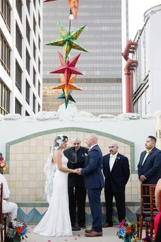 Outdoor wedding ceremony at Oviatt Penthouse - Bride wearing a mantilla veil Chapel Length Veil, Cathedral Length Veil, Wedding Veils, Bridal Veils, Whimsical Wedding Theme, Mantilla Veil, Vintage Veils, Rooftop Wedding, Wedding Ceremony Decorations