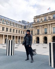 CHLOE.ROXANE - Style : A Paris Fashion Week Streetstyle featuring an all-black outfit. A black leather puffer jacket, a black tulle skirt, black boots, a black paperboy hat and a Night&Day bag by De Marquet. The Colonnes de Buren in the Palais Royal are one of the most instagrammable spots in Paris and a perfect photo location. Palais Royal, All Black Outfit, Day Bag, Day For Night, Photo Location, Perfect Photo, Puffer Jackets, Paris Fashion, Black Boots