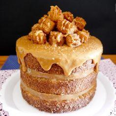 Naked cake Churros com muitos churrinhos caseiros. Bolo Nake Cake, Churro Cake, Chocolate Belga, Naked Cake, Tiramisu, Parties, Kit, Weddings, Ethnic Recipes