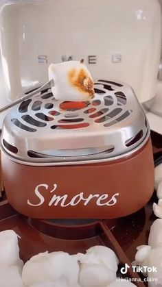 Amazon find! Adorable s'mores maker set is a perfect addition to your home for the colder fall and winter months! #amazon #smores #kitchenfinds