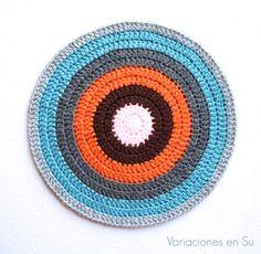 Círculo de ganchillo multicolor // Colorful crochet circle.