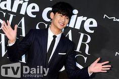 awesome Kim Soo Hyun – Marie Claire Asia Star Awards (04.10.2014)