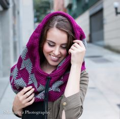 Cuello con Capucha ajustable crochet. Patrón precioso. ❥Teresa Restegui http://www.pinterest.com/teretegui/❥