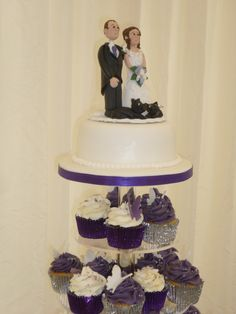 Cupcakes and personalised cake topper.