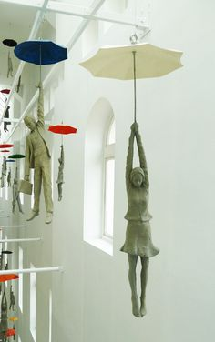 ceramic art These cement figures dangling from umbrellas within a narrow space inside the EBC office center in Prague are part of a installation titled Slight Uncertainty by Czech artist M Instalation Art, Art Sculpture, Sculpture Projects, Metal Sculptures, Abstract Sculpture, Bronze Sculpture, Paperclay, Land Art, Art Design