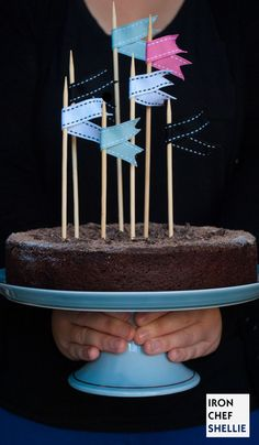 Chocolate cake - how to make the ribbon on skewers