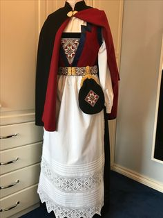 Elf The Musical, Scandinavian Embroidery, Folk Clothing, Sweden Travel, Folk Costume, Cute Designs, Traditional Outfits, Doll Clothes, Beautiful People