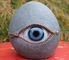 Non-Sense Eye Small Stone Ornament