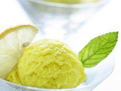 Citrónová zmrzlina Ice Cream, Ethnic Recipes, Food, Lemon, No Churn Ice Cream, Icecream Craft, Meals, Yemek, Ice