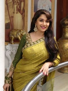 Buy Bollywood Sarees Online from Designers at Mirraw Shopping across India. We offer all type of Bollywood actress saree like kareena, deepika, sonakshi with worldwide delivery, hassle free returns Bollywood Sarees Online, Bollywood Designer Sarees, Bollywood Stars, Bollywood Party, Indian Bollywood, Bollywood Fashion, Bollywood Jewelry, Bollywood Girls, Net Saree