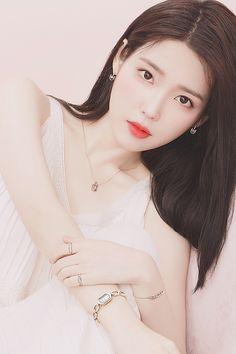 Pretty Korean Girls, Beautiful Asian Girls, Kpop Fashion Outfits, Iu Fashion, Korean Beauty, Asian Beauty, Girl Photo Poses, Korean Actresses, Ulzzang Girl