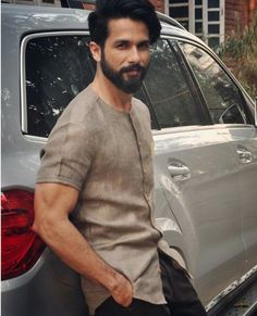 "That smile... *sighs dreamily*  RT "" @shahid kapoor #aajkalook Indian Men Fashion, Mens Fashion Wear, Men's Fashion, Casual Wear For Men, Stylish Mens Outfits, Mens Traditional Wear, Gents Kurta, Mens Kurta Designs, Blouse Designs"