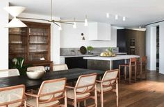 House tour: inside a contemporary waterfront home on Sydney's northern beaches - Vogue Australia For more inspiration, visit Abitare Dining Area, Dining Chairs, Rattan Chairs, Dining Furniture, Decoracion Vintage Chic, Open House Plans, Vogue Living, Interior Decorating, Interior Design