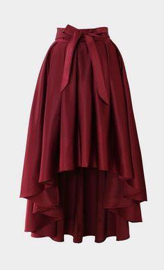 ΦΟΥΣΤΑ ΟΜΠΡΕΛΑ Ηιδιαίτερη αυτή όμορφη φούστα έχει το γνωστό πατρόν ομπρέλα, αλλά μετακινώντας το κόψιμο μέσης, μπροστά γίνεται κοντή και πίσω μακριά. Στο σχέδιο βλέπεται την μετατόπιση κέντρου με την μαύρημεγάλη κουκκίδα δεξιά Στην αριστερή εικόνα φαίνεται που πρέπει να κάνουμε τον κύκλο όταν πρόκειται να ράψουμε μια φούστα ομπρέλα συμμετρική Στην δεξιά εικόνα φαίνεται...