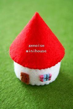 ペットボトルのフタを利用した小さなお家型の小物入れの作り方をご紹介します。 屋根にドット模様を付けたり、フタを2個重ねて2階建てにしてもいいです... Diy And Crafts, Paper Crafts, Holiday Crafts, Holiday Decor, Christmas Events, Small Sewing Projects, Cute House, Pet Bottle, Xmas