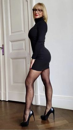 Sexy Outfits, Sexy Dresses, Short Dresses, Mini Skirt Dress, Hot Dress, Sexy Older Women, Sexy Women, Women With Beautiful Legs, Sexy Legs And Heels