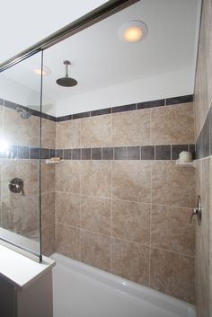 Bellissimo NH376A - Manorwood Homes Ranch! Large Walk in Ceramic Tile Shower! Half wall and glass!