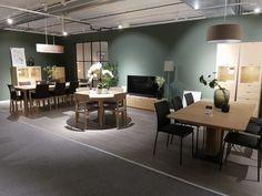 Jotun 99 forskjellige farger Modern Furniture, Furniture Design, Furniture Inspiration, Dinner Table, Design Trends, Sofas, Interior, Home Decor, Beauty