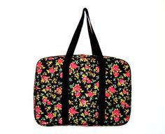 Maleta porta esmaltes http://www.elo7.com.br/maleta-porta-esmaltes-floral/dp/49E5FF