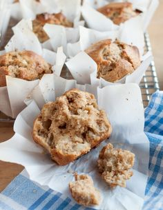 How To Make Muffin Liners Out of Parchment Paper — for reg muffins Cooking Lessons from The Kitchn Donut Muffins, Jumbo Muffins, Baking Muffins, Oatmeal Cupcakes, Morning Glory Muffins, Cranberry Muffins, Streusel Muffins, Homemade Muffins, Think Food