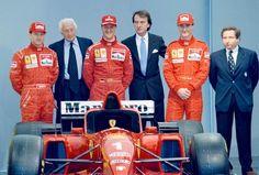 da sinistra, il collaudatore Ferrari Nicola Larini, Gianni Agnelli, Michael Schumacher, Luca Cordero di Montezemolo, Eddie Irvine e Jean Todt nel 1996