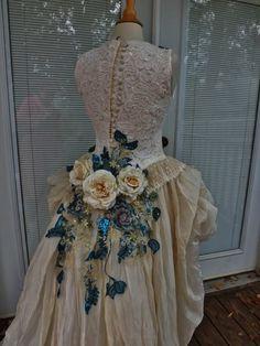 BENUTZERDEFINIERTE handgefertigte Wedding Dress Mini Plus Tail Beige Rosen bestickte Aufnäher