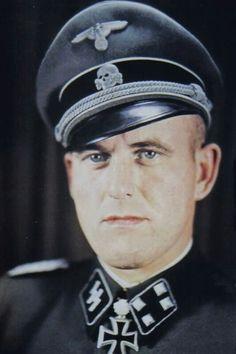"""SS-Hauptsturmführer Hans Dorr (1912-1945), Kommandeur I./SS-Panzergrenadier Regiment 9 """"Germania"""", Ritterkreuz 27.04.1942, Eichenlaub (327) 13.11.1943, Schwerter (77) 09.07.1944"""