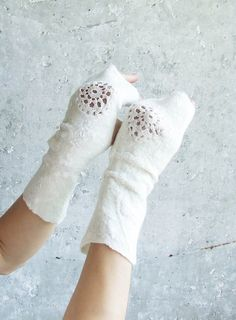 Gorgeous Mittens for a Winter Bride - White wool mittens eco friendly fingerless felted wrist by Baymut Winter Bride, Winter Weddings, Fingerless Mittens, Wrist Warmers, How To Purl Knit, Wool Felt, Felted Wool, Nuno Felting, Felt Art