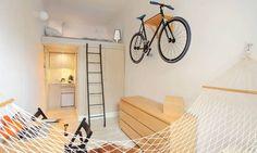 Det kræver en god portion kreativitet, hvis man skal gøre en 13 kvadratmeter bolig både hjemlig og funktionel. Fotos: iBOLIGEN.dk/Szymon Hanczar