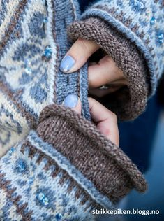 sidsel høivik – Google-Suche Sweater Knitting Patterns, Knit Patterns, Clothing Patterns, Fair Isle Knitting, Free Knitting, Etnic Pattern, Stitch Book, Fair Isle Pattern, How To Purl Knit