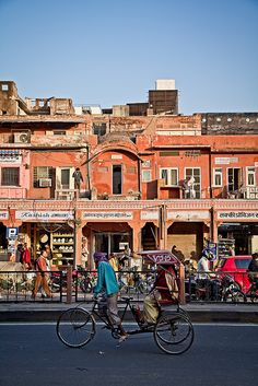 Street life by Pierre Turtaut on Flickr.    Jaipur, India.
