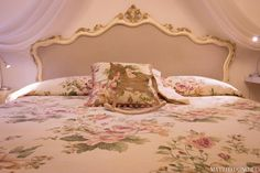 B&B il Cuore, Via Giardini 13, Massa (MS) - Toscana, Italia ❤️ Toscana Italia, Rose Cottage, B & B, Bed, Furniture, Home Decor, Decoration Home, Stream Bed, Room Decor
