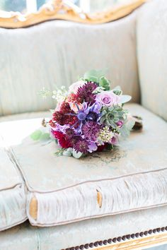 bouquet de mariée prune violet bordeaux touche de bleu bridal bouquet purple, burgundy, pink, light blue