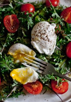 Baby Kale, Flavorino Tomatoes and Poached Eggs Breakfast Salad    #HealthyBreakfastSalads