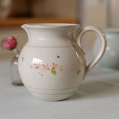 Apple Blossom Medium Round Jug jhck