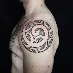 81 Tribal Maori tattoos For Inspiration Koru Tattoo, Samoan Tattoo, Thai Tattoo, Tribal Shoulder Tattoos, Small Shoulder Tattoos, Maori Tattoo Designs, Tattoo Designs And Meanings, Filipino Tribal Tattoos, Polynesian Tattoos