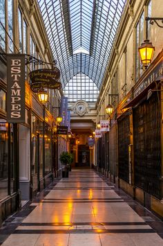 One of the most secret and yet fascinating assets of Paris is its network of hidden covered passages that run between its magnificent hausmannian boulevards. In this article, you will find three passages you need to visit when you come to Paris. Paris Travel, France Travel, Versailles, Paris Things To Do, Paris Shopping, Paris Photos, Most Beautiful Cities, Tour Eiffel, Paris Street