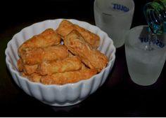 Μπατόν σαλέ – τραγανά και ανάλαφρα Olive Bread, Cheese Biscuits, Bread Cake, Greek Recipes, Finger Foods, Food Art, Cookie Recipes, Risotto, Muffin