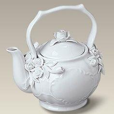 11 oz. Roses Teapot Tea For One, My Cup Of Tea, Victorian Teapots, Vintage Teapots, White Tea Cups, Teapots And Cups, Teacups, China Teapot, Tea Service