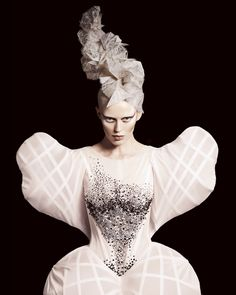 Avant garde hair by Efi Davies. BHA Avant Garde Hairdresser of the Year Editorial Fashion, Fashion Art, Fashion Design, Creative Hairstyles, Cool Hairstyles, Mode Origami, Dark Beauty Magazine, Avant Garde Hair, Toni And Guy