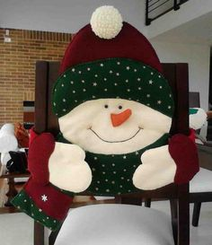 Christmas 2019 : Felt Christmas moulds and crafts - Trend Today : Your source for the latest trends, exclusives & Inspirations Christmas Sewing, Christmas Snowman, Christmas Stockings, Christmas Holidays, Christmas Ornaments, Christmas 2019, Merry Christmas, Christmas Chair Covers, Chair Back Covers