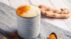 Goldene Milch - oder auch Kurkuma Latte - ist nicht etwa eine junge, ausgefallene Kreation der Getränkeindustrie. Tatsächlich handelt es sich um ein jahrhundertealtes, ayurvedisches Rezept aus der südostasiatischen Küche.