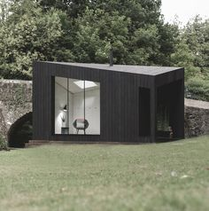 Absolutely Stunning koto designs triangular prefabricated cabins clad with charred wood publish your work cabin architecture and design articles) modular. Prefabricated Cabins, Prefab Homes, Prefab Buildings, Small Buildings, Timber Cladding, Exterior Cladding, Cabin Design, House Design, Exterior Solutions