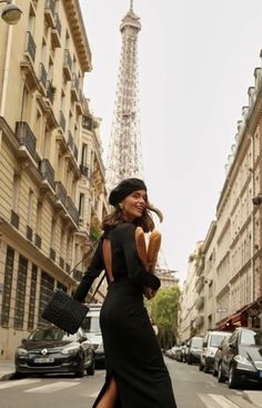 Fashion Tips For Women 2019 Covet Fashion, Look Fashion, Paris Fashion, Girl Fashion, Autumn Fashion, Stylish Street Style, Parisian Chic Style, Classy Outfits, Chic Outfits