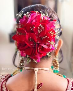 "Photo from album ""Portfolio"" posted by makeup artist Jyoti Bhaya Bridal Hairstyle Indian Wedding, Indian Wedding Makeup, Bridal Bun, Indian Wedding Hairstyles, Bride Hairstyles, Bridal Makeup, Beauty Tips, Beauty Hacks, Hair Beauty"