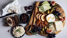 Vegaaninen juustotarjotin  - Kotiliesi.fi Delicious Vegan Recipes, Ricotta, Easy Meals, Dairy, Cheese, Vegan Food, Yummy Vegan Recipes, Veggie Food, Quick Easy Meals
